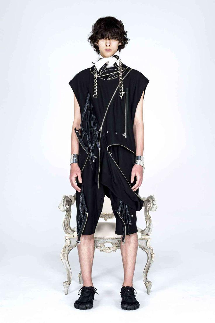 Takahiromiyashita TheSoloist. explora una estética neo-punk para su colección Fall-Winter 2021 Runway Fashion, Latest Fashion, Mens Fashion, Live Fashion, Fashion Show, The Soloist, Punk, Walk This Way, Paris