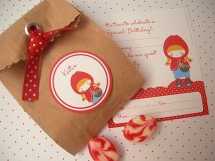 Sweet little bags for red riding hood invitations