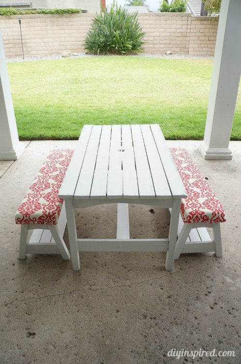 Find cushions for bench and chairs - in blue.