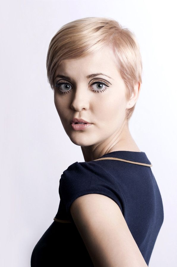 Dying over this Twiggy hair. Such hair dilemmas!