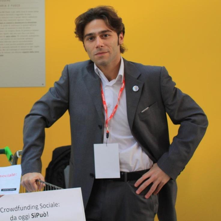 Diego Maria Ierna  Responsabile Fundraising e Marketing    Laureato in Economia e Management, approfondisce gli studi di Fundraising a Londra dove inizia una carriera in diverse aree della disciplina, dalle raccolte fondi istituzionali a quelle aziendali, dal marketing ai social media.