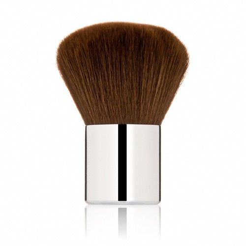 Ultra-soft Kabuki brush provides medium to full coverage for a customizable, beautiful look.