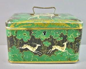 Boite a biscuits ancienne en tole peinte au decor de gazelles sur fond vert & or