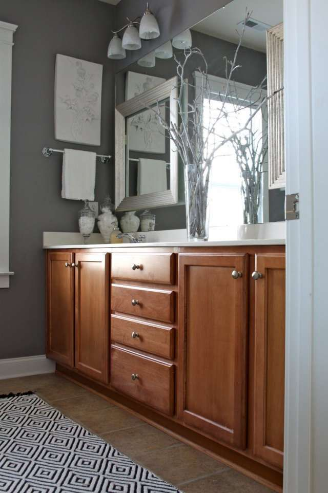 7 Awesome Bathroom Color Schemes With Oak Cabinets Gallery Bathroom Wall Colors White Bathroom Cabinets Oak Bathroom