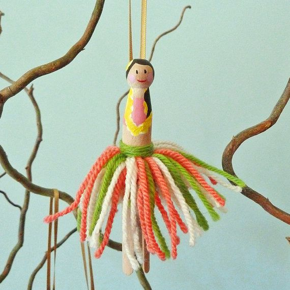 One single Hawaii Hula dancer girl vintage peg doll decoration