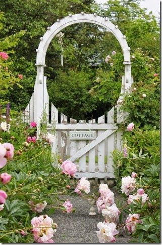 "A Country Home Tour {Tracie Fish}. Oh.My.Goodness. This gate just calls out to me, ""come on in and be delighted!"" Love it. Gorgeous blog."
