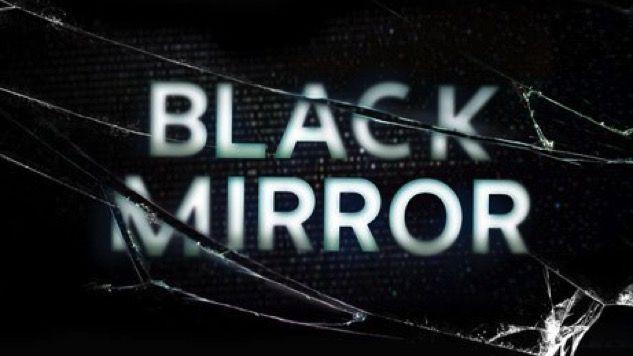 """¡La nueva temporada de BLACK MIRROR ya tiene fecha de estreno! -  """"Esta parte de mi vida, esta pequeña parte, se llama felicidad""""            Buenos días, tardes o noches depende desde donde nos leas, en Memes de Ciencias Sociales tenemos una noticia muy importante para todos los amantes de las series de televisión y es que la plataforma de entretenimiento Netflix acaba de anunciar para deleite de millones de personas que la cuarta temporada de la popular serie Black Mirror se estrenará el…"""