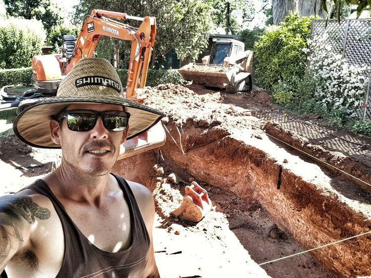 Good times on another pool dig with Kussy...lucky its only mid 30's and my excavator has a lid on it...wait what  #southaustralia #adelaide #selfie #swimmingpool #pool #earthmoving #excavation #landscape #landscaping #tradie #summer #shimano #kubota #tan  #ratherbefishing #inmyfishinghat