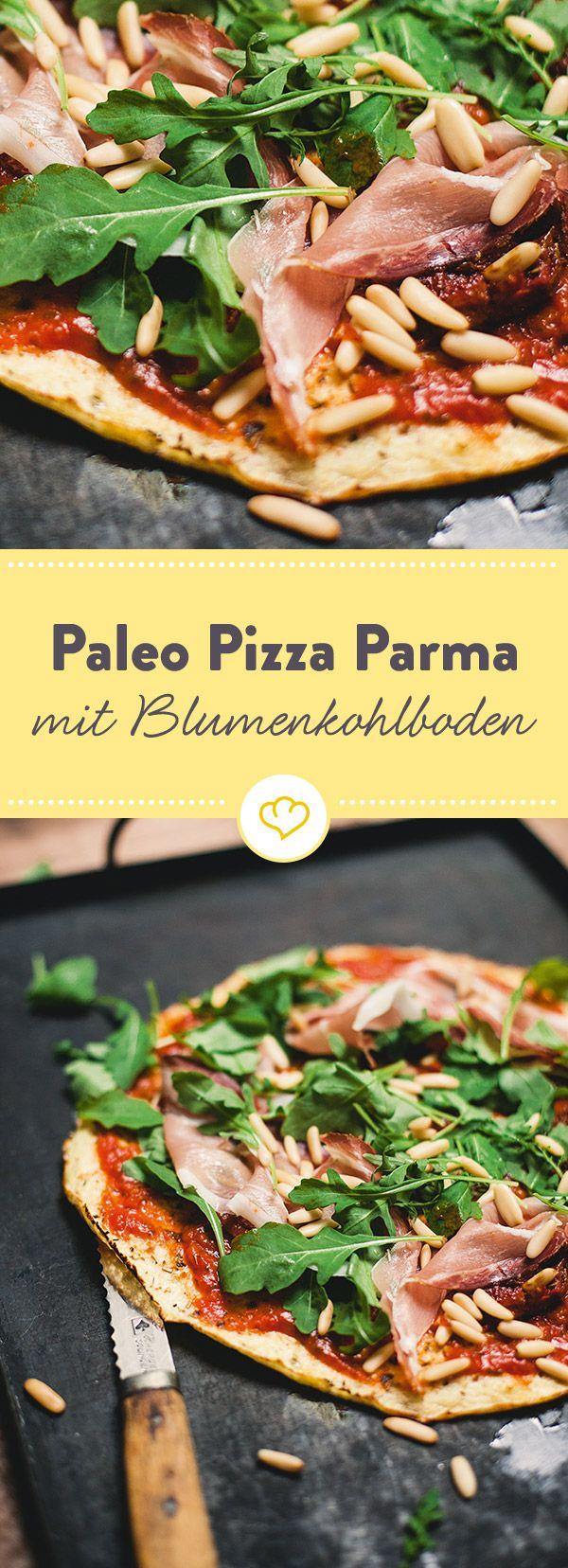 Pizza mal anders: Low Carb und Paleo kommt diese Pizza mit schnell gemachtem Blumenkohlboden daher. Schinken und Rucola machen sie rund.