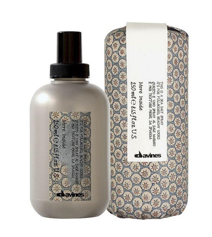 This Is A Sea Salt Spray de Davines: Spray à base de água do mar que cria textura, volume e efeito seco. Em cabelo molhado dá corpo e em cabelo seco aumenta o volume. PVP: 30€