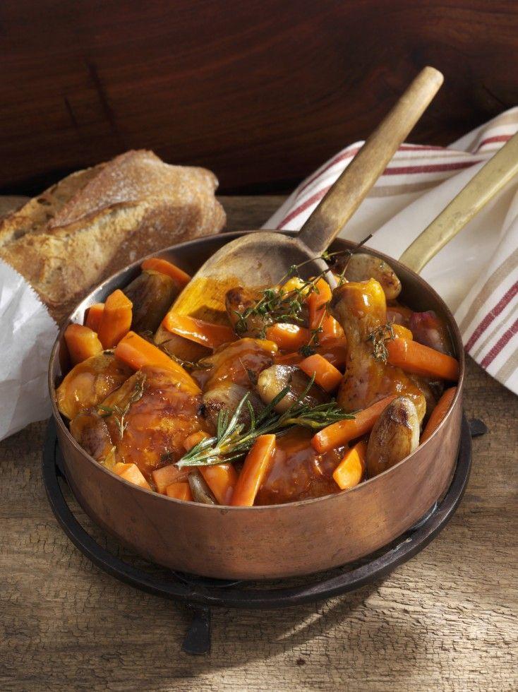 Il pollo in umido è un secondo piatto gustoso, leggero e semplice da realizzare: ecco la ricetta di Agrodolce con patate e carote.