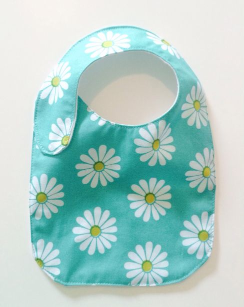 Side strap bib with inner waterproof lining - tutorial.