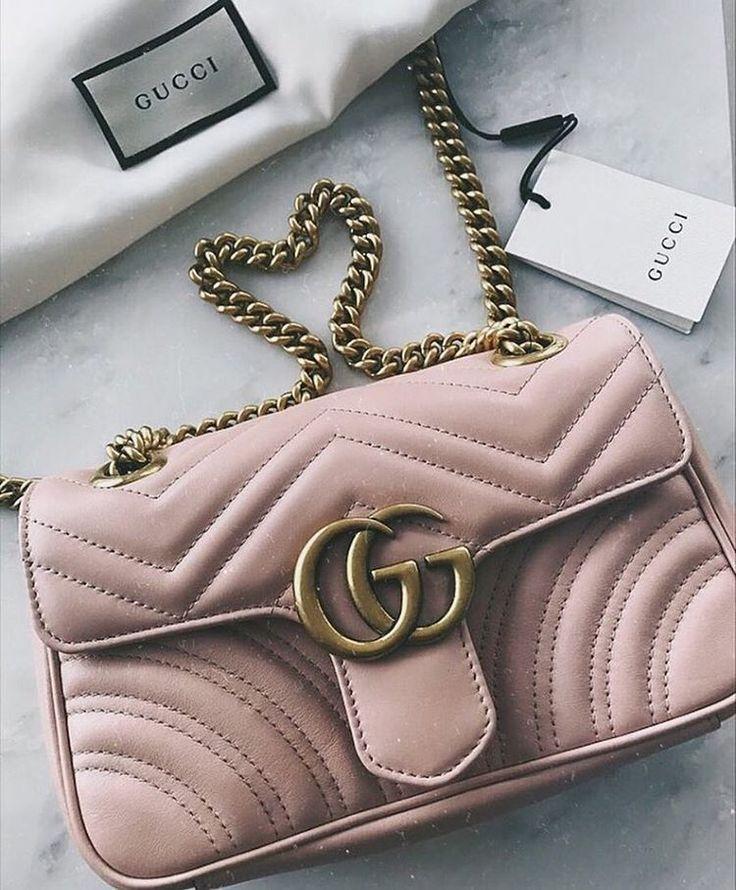 De la douceur avec ce GG Marmont matelassé rose poudré // www.leasyluxe.com #gucci #itbag #leasyluxe #bags #bagsfemale #bagswomen #bagscanada