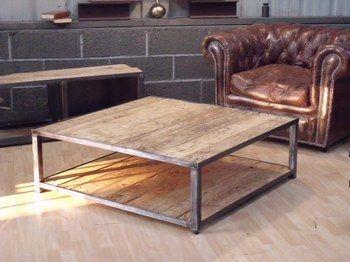 Palette industrielle de stockage réhabilitée en table basse. Entièrement brossée, traitée, teintée  www.michelidesign.fr