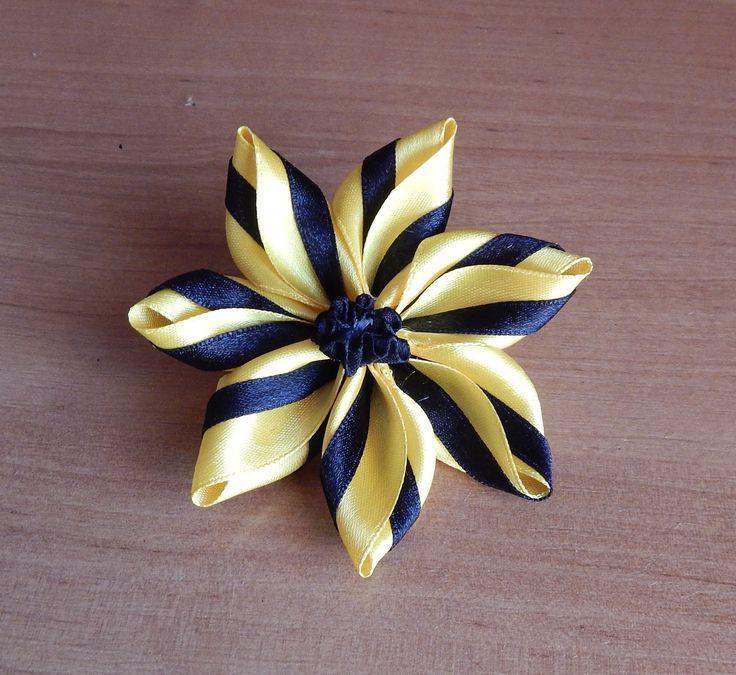 Video paso a paso para hacer esta linda flor combinada.