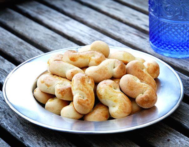 Pastas del Consejo. son unos pequeños dulces típicamente madrileños, una entre las muchas especialidades de una de las pastelerías más tradicionales de Madrid.