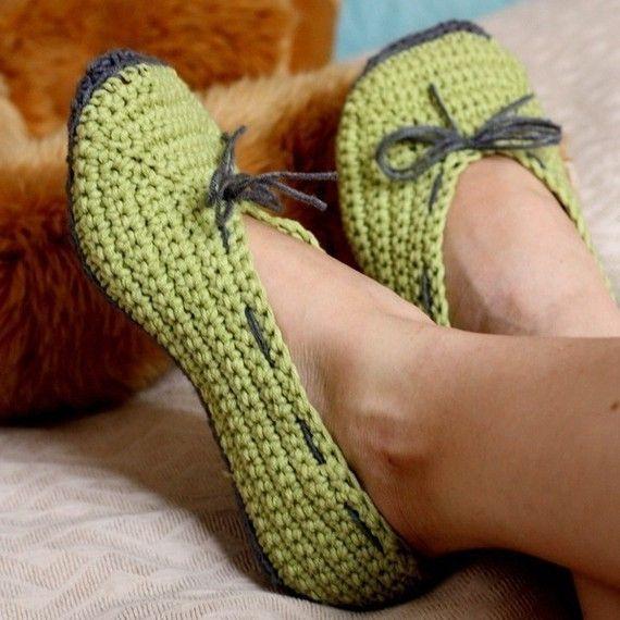 Instant download Crochet women slippers PATTERN by monpetitviolon