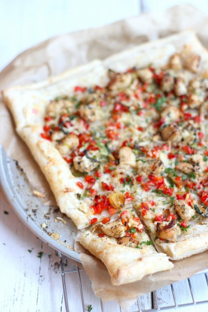 Pittige plaattaart met kip & rode peper    (Om glutenvrij te maken neem glutenvrije bladerdeeg)