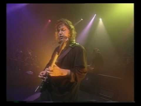 Marillion - Easter (Live) INCREDIBLE SONG.  H IS IN TOP FORM.  MARILLION ROCKS.