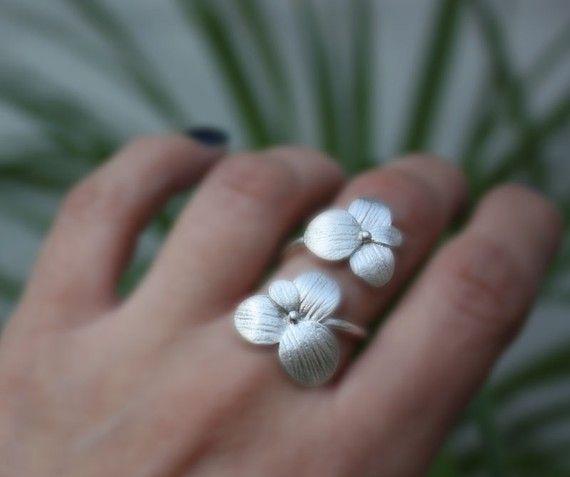 Dos flores florecen anillo plata hecho a mano ajustable.