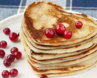 Pancakes sans beurre en forme de coeur pour la Saint-Valentin : http://www.fourchette-et-bikini.fr/recettes/recettes-minceur/pancakes-sans-beurre-en-forme-de-coeur-pour-la-saint-valentin.html