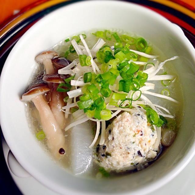 9ヶ月の次男のお昼ご飯に あまり食べない次男もこれはパクパク食べる♡  写真はわたしの分です(๑´∀`๑)」 - 127件のもぐもぐ - 離乳食に取り分ける鶏だんごスープ by holynatibit13
