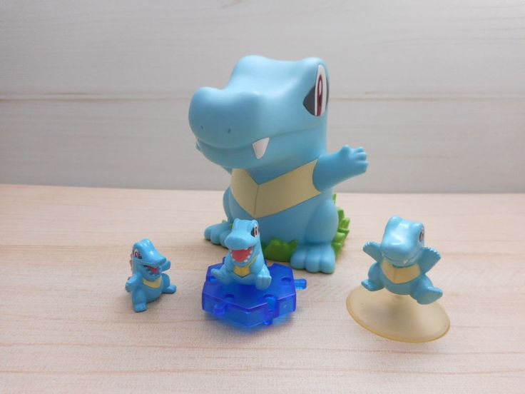 Pokemon Totodile Figure Piggy Bank Money Coin 2009 Nintendo Mini Set  #Nintendo