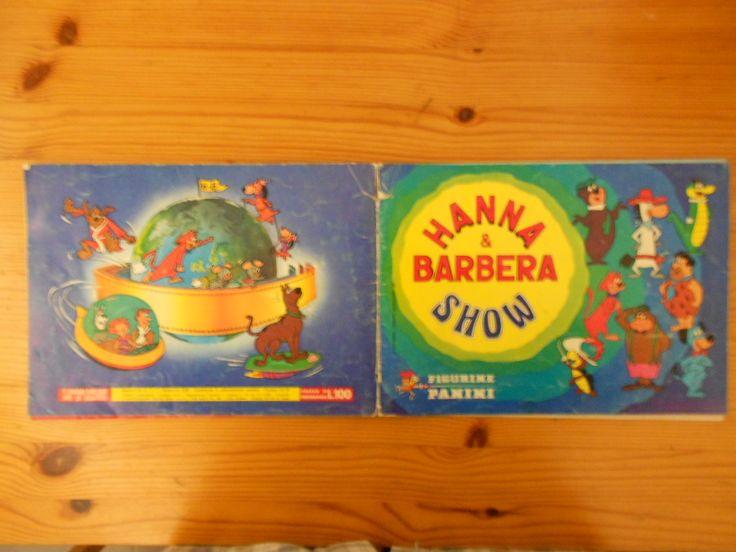 40 euro. Hanna & Barbera, ed. Panini, 1978. Condizioni abbastanza buone nel complesso (difetti: copertina staccata, staccate alcune pagine, figurine non sempre attaccate in modo ottimale, generalmente molto buoni gli interni), Mancante della sola figurina 269.