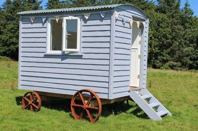The beara shepherd 39 s hut irish shepherd 39 s huts goleen harbour pinterest irish shepherds - The mobile shepherds wagon ...