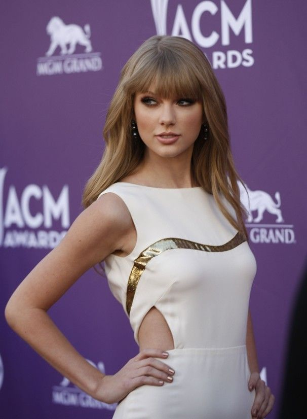 Academy Of Country Music Awards In 2020 Taylor Swift Hair Taylor Swift Bangs Taylor Swift Hot