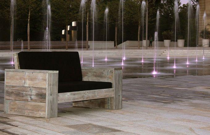 Die handwerklich perfekte Verarbeitung des bereits gebrauchten Holzes zu einem Lounge 2er Lounge Sofa ist immer ein kleines Meisterwerk. Niemals gleicht ein Möbelstück einem anderen aufs Haar.