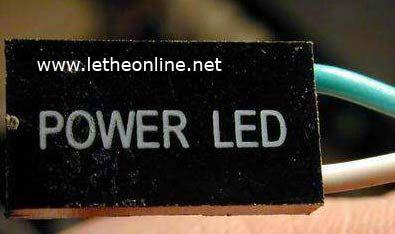 4. POWER LED Es el indicador de que el equipo este encendido. Para poder conectar los pines es necesario saber la configuracion de la tarjeta madre, la mejor manera es tener el manual de la placa en el cual se va a trabajar.