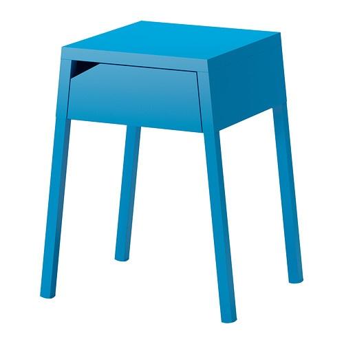 SELJE Mesa de cabeceira IKEA A gaveta permite colocar uma extensão para os carregadores.