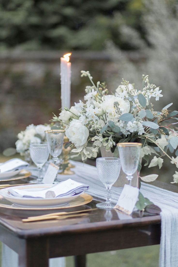 Luxury etheral tablescape design at Caswell House | Styling: Vanilla Rose Weddings, Oxfordshire | Calligraphy: A Little Bird Press | Photography: Jessica Davies
