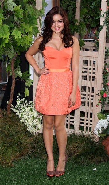 I just love every dress.... 3 dress in theis slide show is my favorite!! ♡ Ariel Winter's mom sues actor for defamation | Story | Wonderwall
