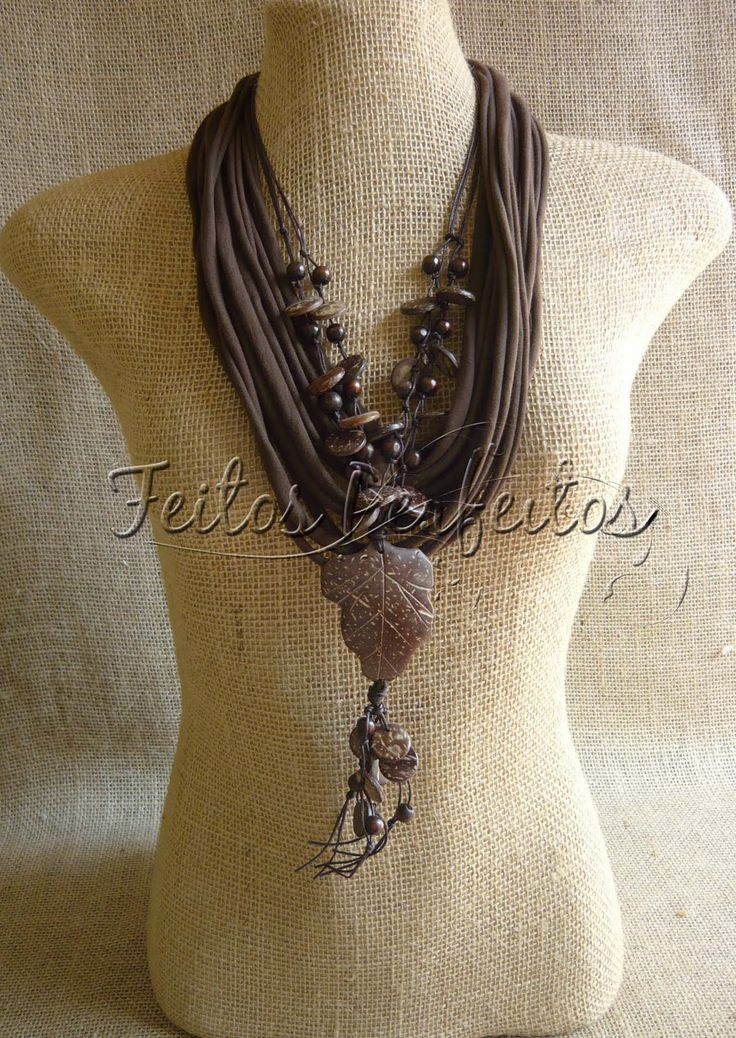 Beautiful Necklace -- no tutorial, but definitely some great inspiration for a DIY project