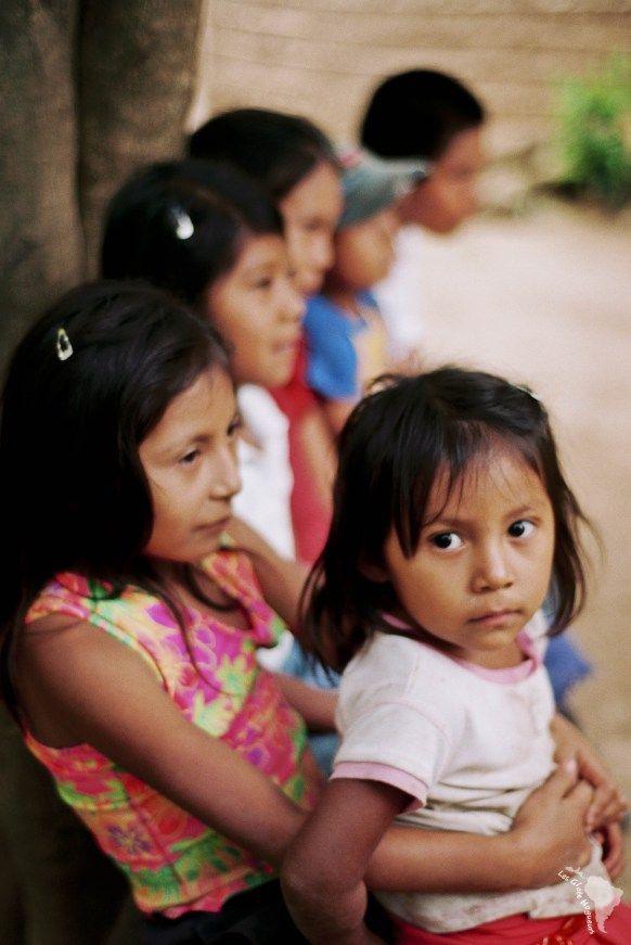Ribambelle d'enfants dans la communauté de la Reyna près de Matagalpa au Nicaragua