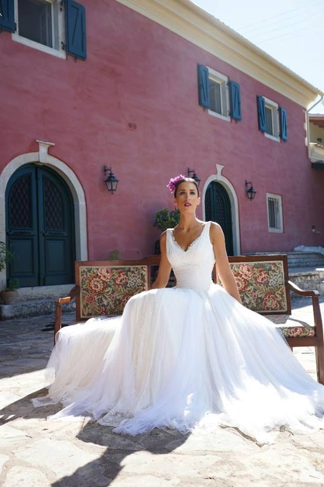 """Αέρινα νυφικά : """"d.sign by Dimitris Katselis"""" real bride"""" . Νυφικό από μεταξωτή μουσελίνα και τούλι."""