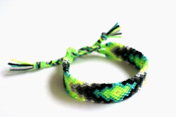 Friendship Bracelet. Limes & Grays. от makunaima на Etsy