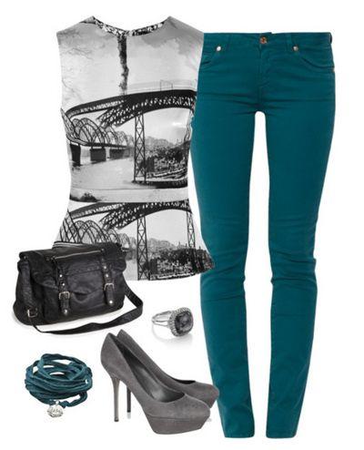 блузка с черно-белым принтом и брюки цвета морской волны