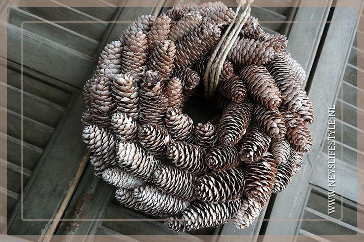 Spruce dennenappel krans frosted 33 cm