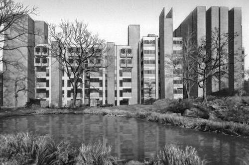 Лаборатория мед. исследований Пенсильванского университета, Филадельфия, арх. Луис Кан (англ. Louis Isadore Kahn), 1965 г.