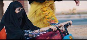ΑΛΛΑΧ ΑΠΑΛΛΑΞΕ ΜΑΣ ΑΠΟ ΤΟΥΣ ΑΝΔΡΕΣ: Ένα βιντεοκλίπ που δυναμιτίζει την υπερσυντηρητική Σαουδική Αραβία