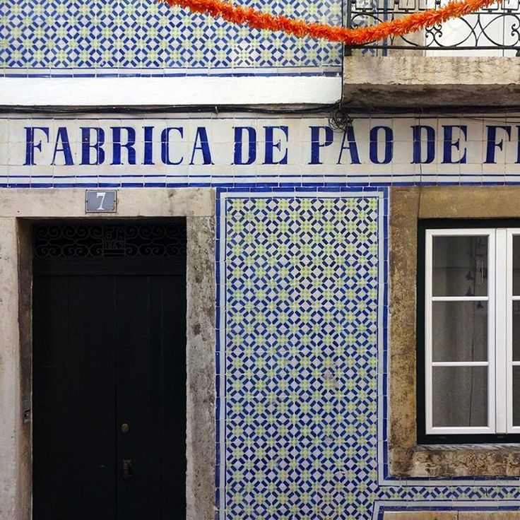 #azulejos #design #pattern #patterns #geometric #urban #art #design #urbanart #portuguesetiles #amantedelosazulejos #azulejosdelisboa #signs #azulejosdeportugal #portugaldenorteasul #touris #portugal_de_sonho #portugal_em_fotos #portugal_lovers #portugalcomefeitos #igersportugal #whppatterns #lisboa #portugal #vintage #travel #streetphotography #gerador #p3top #wanderlust #fineart