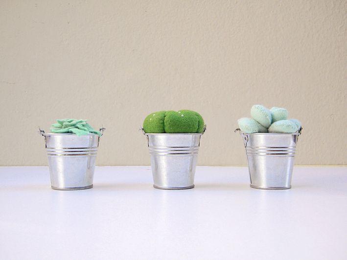 #cacti #plantsyoucankill #feltsuccs #succulents #blackreddots #handmade #handsewn #flowerpots