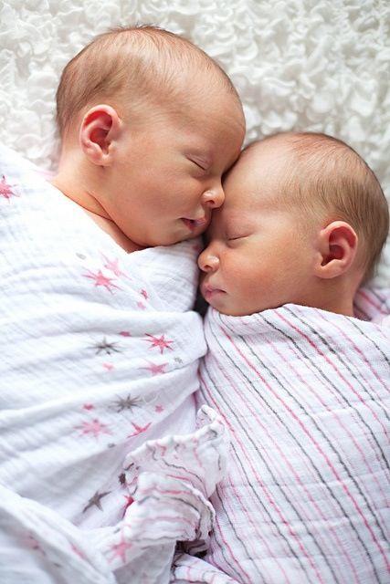 Newborn Identical Twins 1000+ images ab...