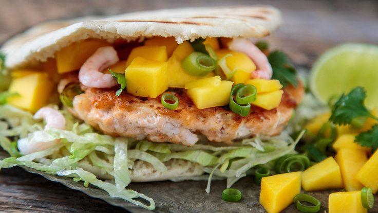 En sunn og lett burger av deilig, fersk laks, reker og purre!