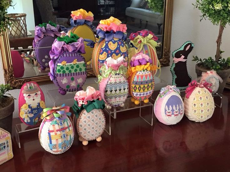 Eggstravaganza!!!! Various designers. Love the finishing on needlepoint eggs.