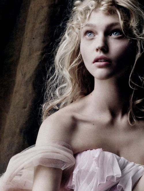 Sasha Pivovarova was my first favorite model. Floral, discret, sweet and arty…