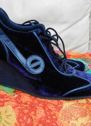 À vendre sur #vintedfrance ! http://www.vinted.fr/chaussures-femmes/compensees/25880623-basket-montante-compensee-velours-bleu-nuit-t37-noname